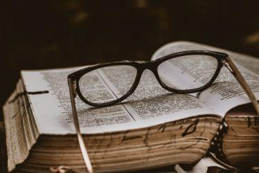 【 読者は目から入る栄養 】万巻の書を読み千里の道をゆく