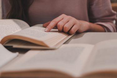 【 読書は目から入る栄養 】良書を読むのは、新しい友を得たようである